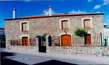 Casa Rural La Casa Grande de Adolfo en La Codosera a 32Km. de Valencia de Alcántara