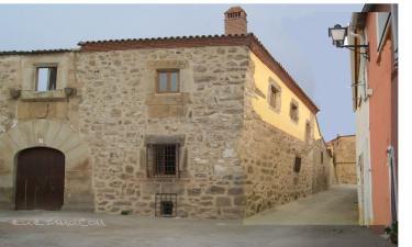 Casa Rural Casa del Conde en Santa Cruz de la Sierra a 34Km. de Garciaz