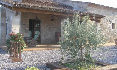Casa Paulet. Bed and Breakfast en Camallera a 27Km. de Peratallada