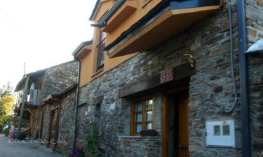 Casa de Abril en San Cristóbal de Valdueza a 4Km. de Bouzas