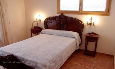 Casa Rural Casa Olivé en Castellnou de Seana a 49Km. de Livia