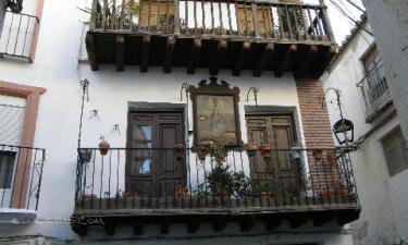 Casas con balcones de palo