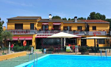 Les Roques Hostal-Restaurante   en Bàscara a 7Km. de Garrigàs