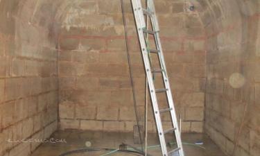 El Poal:  Aljibe medieval de recogida de agua de lluvia en Cal Casrell El Poal