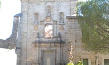 Pelayos de la Presa:  Portada barroca,último estilo artístico presente en el monasterio. Las esculturas que faltan fueron retiradas por antiguos propietarios. D. Mariano Garcia está intentando recuperarlas