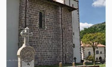 Amaiur-Maia:  Fuente e iglesia de la Asunción-Amaiur
