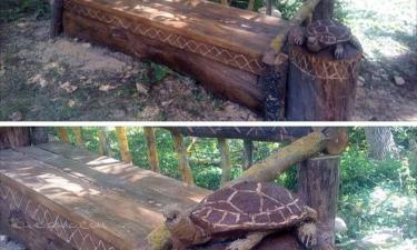 Lerga:  Banco creado con motosierra por Ángel illera con escultura de una tortuga  para que el paseo por las esculturas tenga un sitio para descansar y disfrutar de la tranquilidad de el lugar.