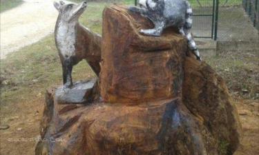 Lerga:  Zorro y mapaches escultura a motosierra de Ángel illera. Homenaje a Emilio Marco. Que descanses en paz amigo Emilio.