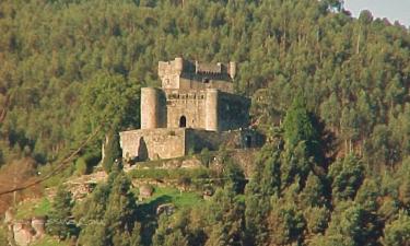 Vilasobroso:  Silueta del Castillo de Sobroso (Siglo XI) en la cumbre de Landín en VILASOBROSO (Pontevedra)