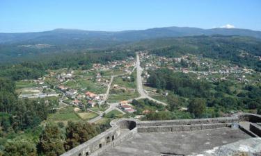 Vilasobroso:  Vista de VILASOBROSO (Pontevedra) desde las murallas del Castillo de Sobroso (Siglo XI)