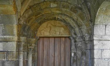 Caldas de Reis:  Portada da igrexa de Santa María de Caldas de Reis
