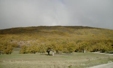 Cueva de Agreda:  Dehesa con el rio Molinos donde forma piscina natural
