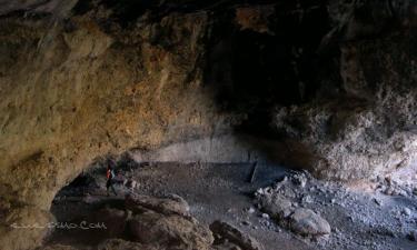 Jalance:  Jalance Cueva de Las Macheras, está muy cerca de la Cueva turística de Don Juan y se puede llegar a ella a través de un pequeño recorrido, es una cueva natural que se utilizaba hace años para guardar el rebaño de los pastores.