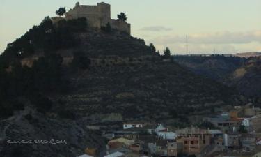 Jalance:  Jalance Jalance y su Castillo de orígen musulmán al anochecer.