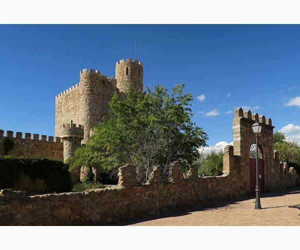 Castillo de san martin de valdeiglesias en san mart n de for Piscina climatizada san martin de valdeiglesias