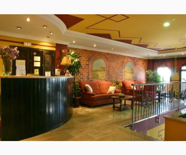 Hotel las rosas priego de c rdoba c rdoba rurismo for Hotel rio piscina priego de cordoba