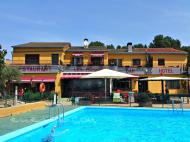 Les Roques Hostal-Restaurante   en Bàscara (Gerona)