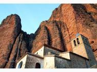 Iglesia de Nuestra Señora de los Mallos Peñas de Riglos, Las